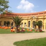 Lyrische Lounges im gesamten Schloßpark