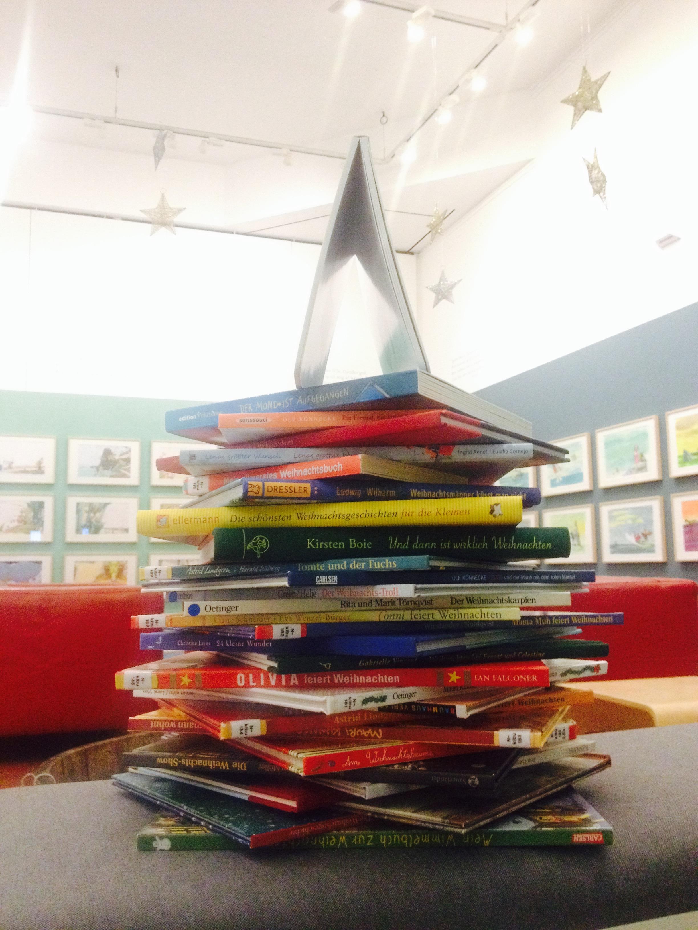 Weihnachtsbücherbaum