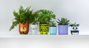 Bottle planters craft - Finished pots with plants